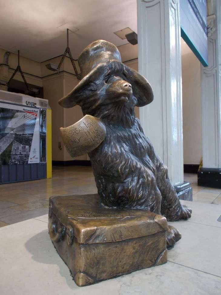 Paddington_Bear_in_bronze